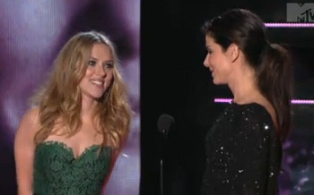 MTV Movie Awards 2010 - Sandra Bullock and Scarlett Johansson kiss