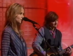 Indigo Girls and Chely Wright perform
