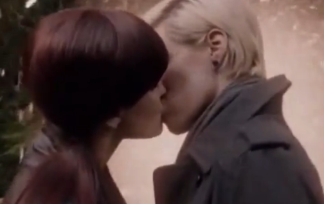 Primeval: New World (S1E7) - Kissing Scene