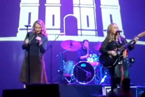 Melissa Etheridge & Joan Osborne - Me and Bobby McGee