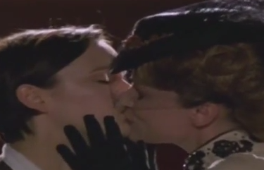 Nan & Kitty (Tipping The Velvet) - Lasso