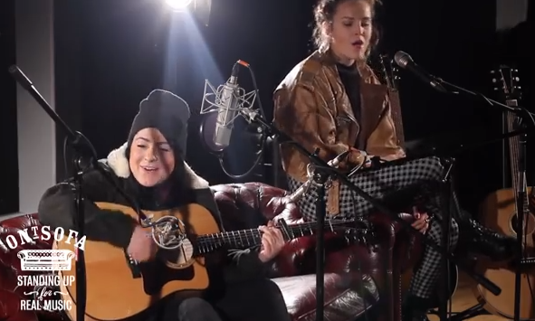 Lucy Spraggan - It Doesn't Feel Like Christmas (ft Shannon Saunders) ('Ont Sofa Sessions)