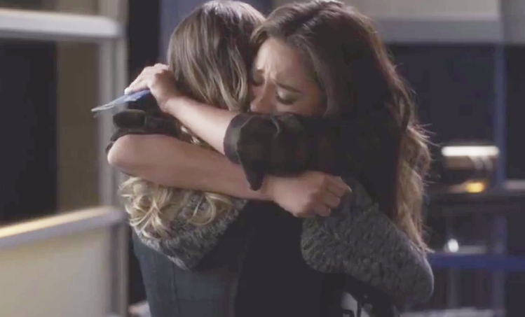 Emily & Paige (Pretty Little Liars) - Turning Tables