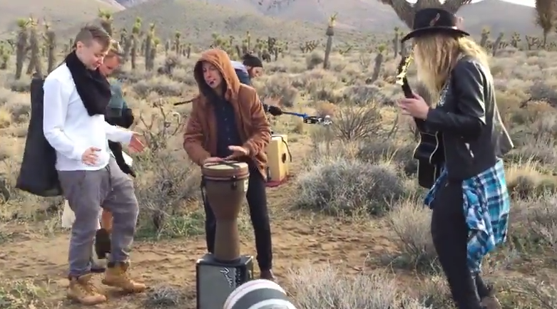 Button and Bly - Joshua Tree: Making of 'Flash' (live performance video)