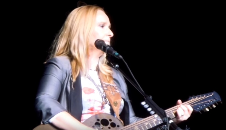 Melissa Etheridge - Light A Light (Live)