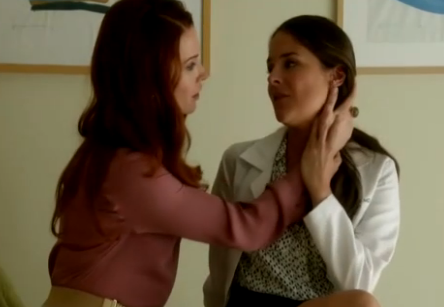Luisa & Rose (Jane The Virgin) - Season 1, Episode 2